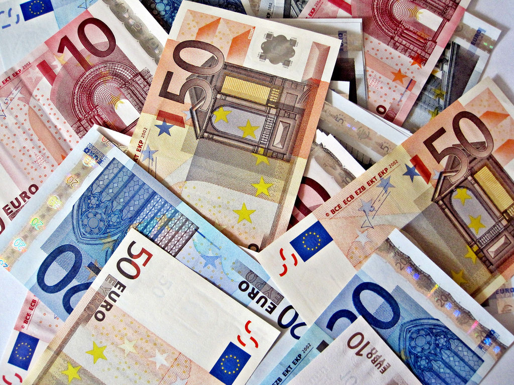 pile-of-euro-notes1